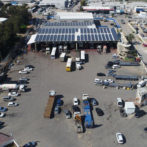 מבט על של מרכז שירות מילניום למשאיות צילום רחפן